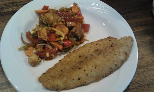 Panerad fisk med grönsaker